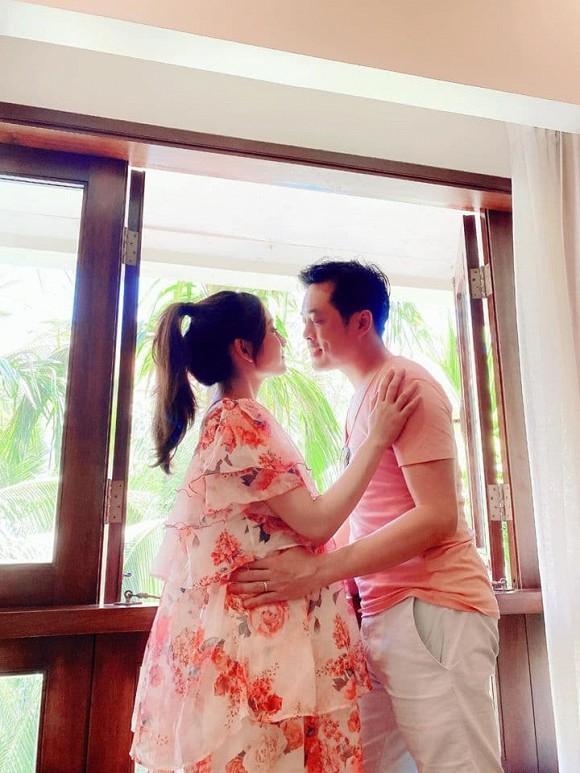 Vợ nhạc sĩ Dương Khắc Linh phá nét khi mang bầu, hơn 5 tháng mà tưởng chừng sắp đẻ-2