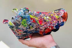 Giày vảy sơn lung tung gây tranh cãi khi có giá hơn 2.000 USD