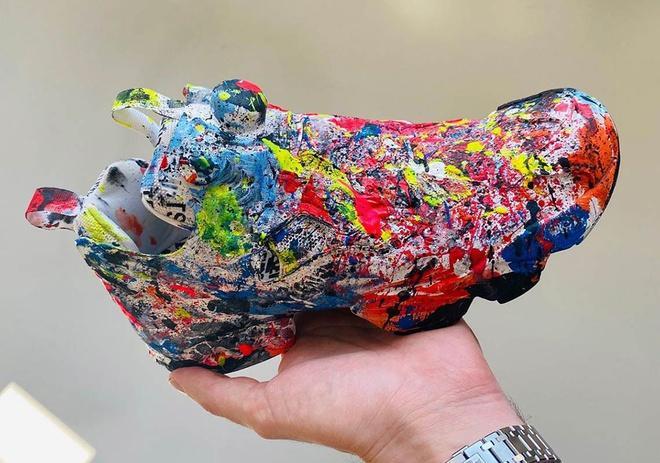 Giày vảy sơn lung tung gây tranh cãi khi có giá hơn 2.000 USD-1