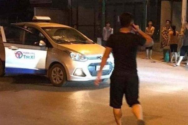 Hai người đi taxi bị đâm thương vong nghi do va chạm giao thông-1