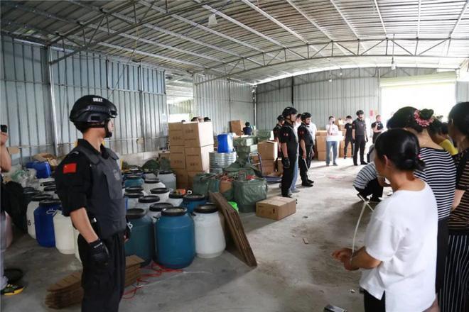 Trung Quốc triệt phá cơ sở sản xuất mỹ phẩm giả quy mô lớn, trong đó có loại serum đình đám bán tràn lan ở Việt Nam chỉ 30k-1