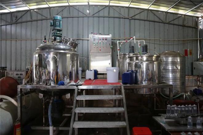 Trung Quốc triệt phá cơ sở sản xuất mỹ phẩm giả quy mô lớn, trong đó có loại serum đình đám bán tràn lan ở Việt Nam chỉ 30k-3