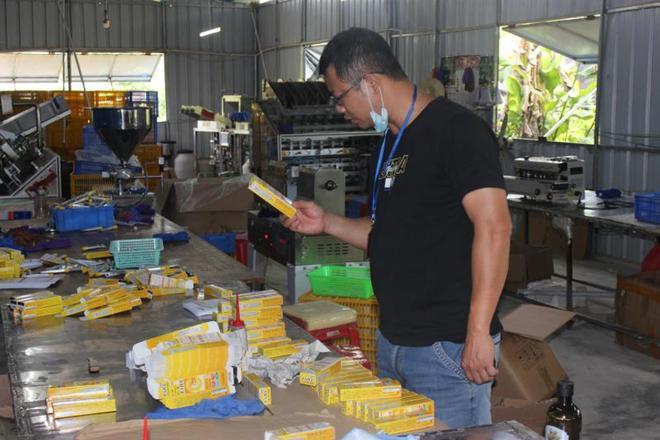 Trung Quốc triệt phá cơ sở sản xuất mỹ phẩm giả quy mô lớn, trong đó có loại serum đình đám bán tràn lan ở Việt Nam chỉ 30k-8