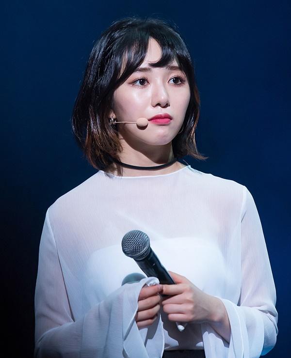 Ngoài cắt tay tự tử, Mina còn phải chịu đựng những gì trước khi rời nhóm AOA?-3