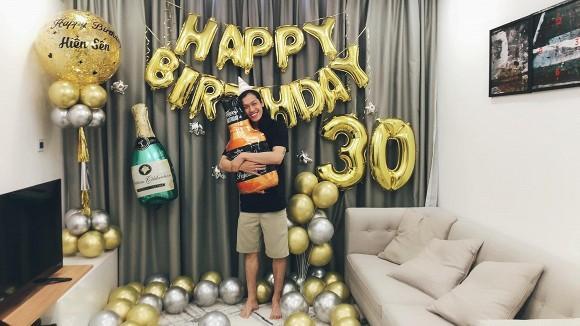 Lý Phương Châu tổ chức sinh nhật cho bạn trai - vũ công Hiền Sến-1