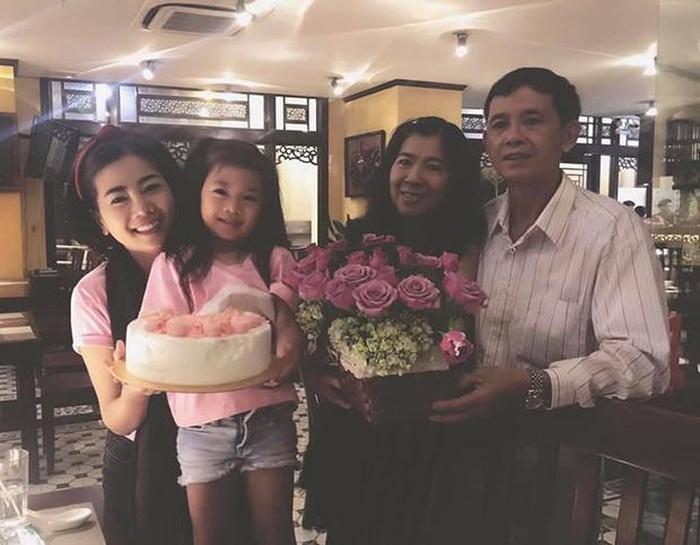 Bố mẹ cố diễn viên Mai Phương bị tố hành gia đình Phùng Ngọc Huy lên bờ xuống ruộng-2