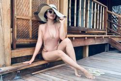 Ốc Thanh Vân diện bikini thiếu vải, để lộ vòng một ngồn ngộn và vòng ba bỏng mắt