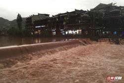 Trung Quốc bác tin đập Tam Hiệp xả lũ khiến Phượng Hoàng cổ trấn ngập lụt
