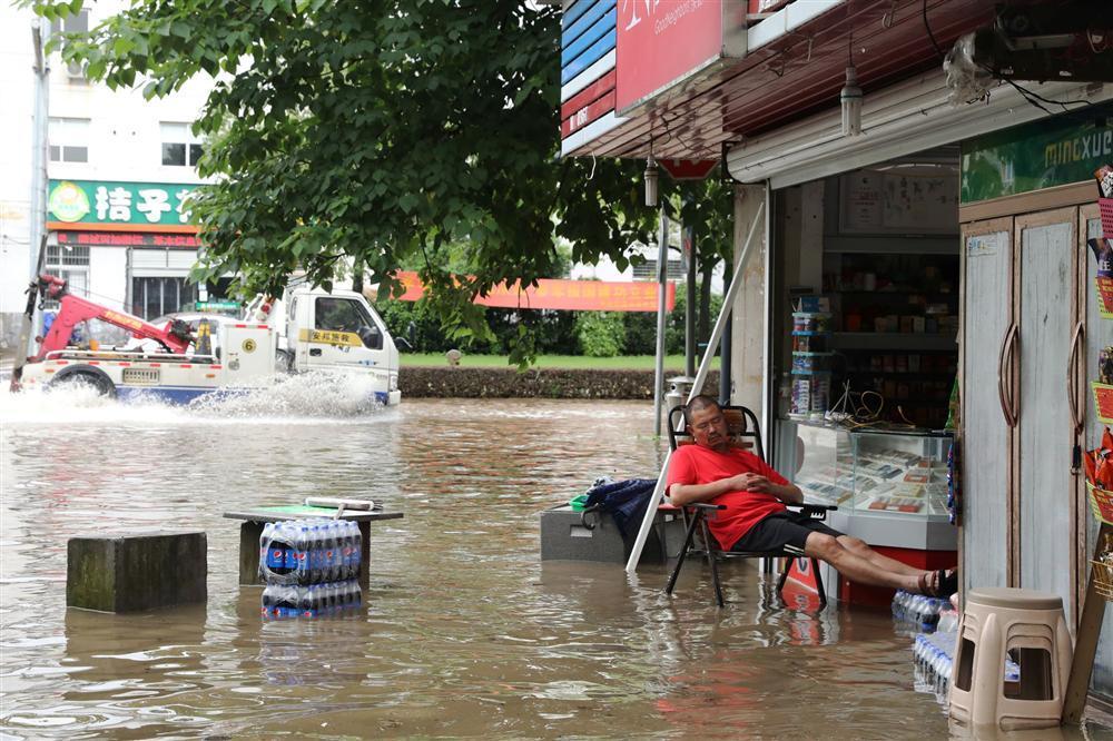 Những hình ảnh đáng sợ về cơn đại hồng thủy miền Nam Trung Quốc gây ra bởi những cơn mưa dai dẳng kéo dài hơn 30 ngày-10