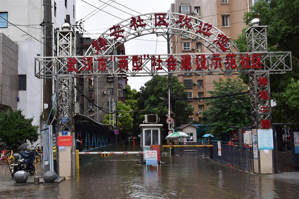 Những hình ảnh đáng sợ về cơn đại hồng thủy miền Nam Trung Quốc gây ra bởi những cơn mưa dai dẳng kéo dài hơn 30 ngày-12