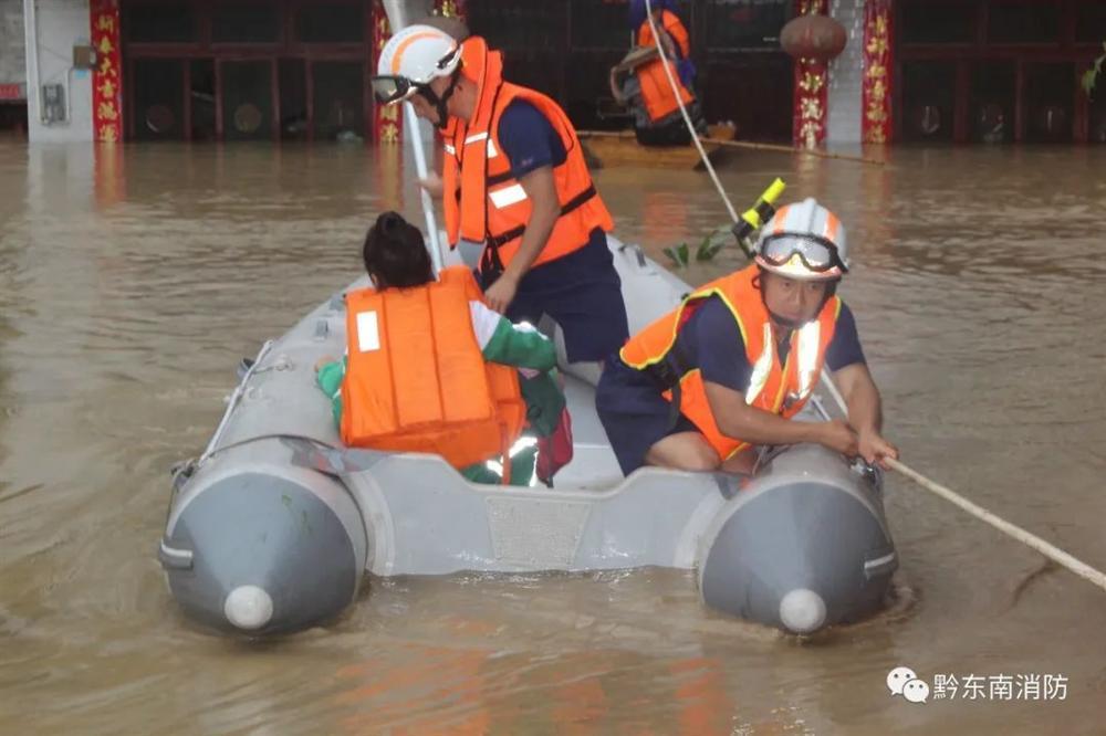 Những hình ảnh đáng sợ về cơn đại hồng thủy miền Nam Trung Quốc gây ra bởi những cơn mưa dai dẳng kéo dài hơn 30 ngày-13