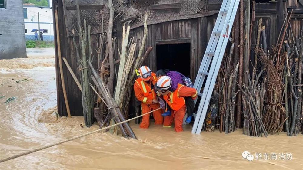 Những hình ảnh đáng sợ về cơn đại hồng thủy miền Nam Trung Quốc gây ra bởi những cơn mưa dai dẳng kéo dài hơn 30 ngày-14