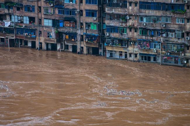 Những hình ảnh đáng sợ về cơn đại hồng thủy miền Nam Trung Quốc gây ra bởi những cơn mưa dai dẳng kéo dài hơn 30 ngày-2