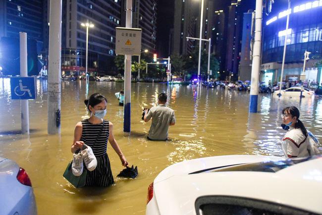 Những hình ảnh đáng sợ về cơn đại hồng thủy miền Nam Trung Quốc gây ra bởi những cơn mưa dai dẳng kéo dài hơn 30 ngày-3