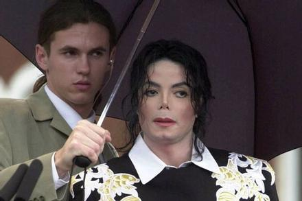 Vệ sĩ chia sẻ về căn phòng bí mật của Michael Jackson
