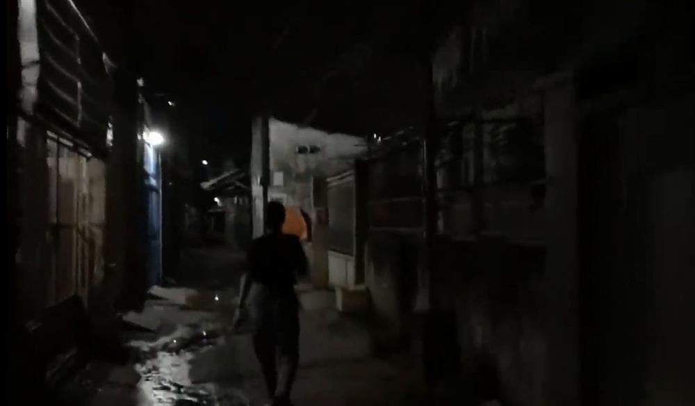 Nửa đêm hiu hắt, Trang Trần điều quân đổ bộ Biên Hòa đánh anti-fan trung niên-5