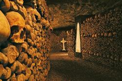 Nhà hàng, rạp phim bí ẩn trong hầm mộ chứa 6 triệu bộ hài cốt