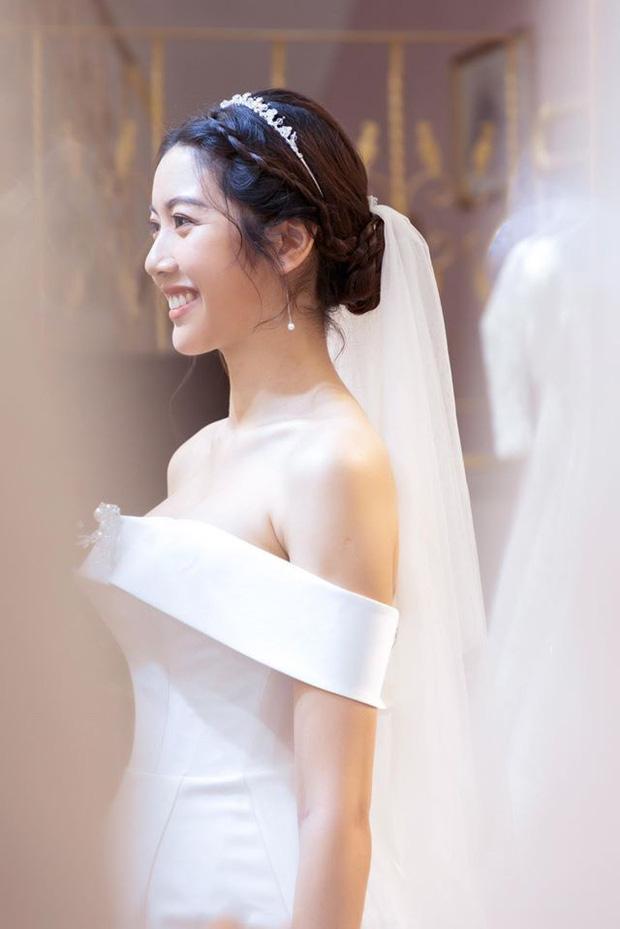 Thuý Vân chính thức hé lộ váy cưới: Lộng lẫy, gợi cảm thế này đích thực là cô dâu được mong chờ nhất tháng 7 rồi!-2