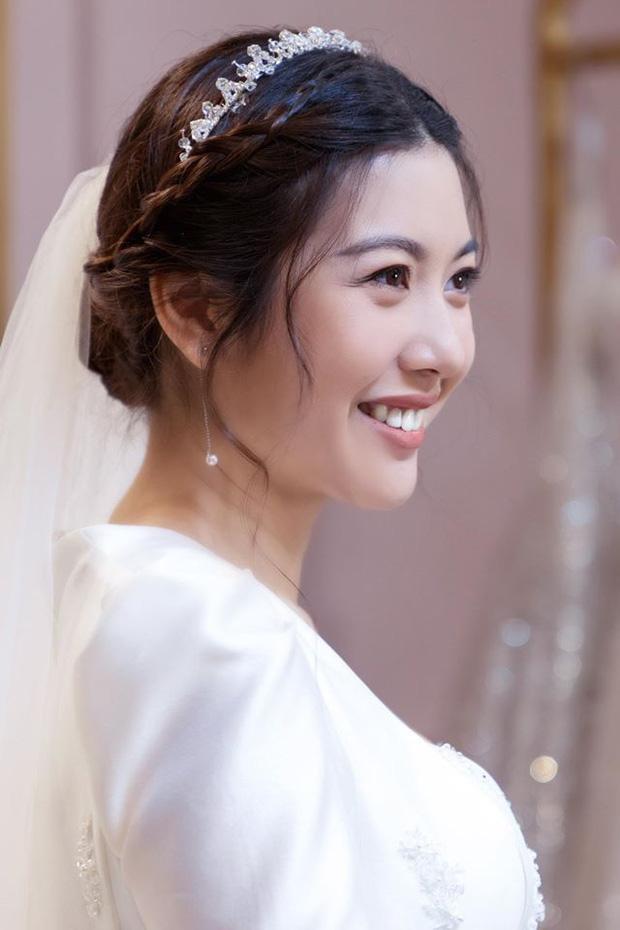 Thuý Vân chính thức hé lộ váy cưới: Lộng lẫy, gợi cảm thế này đích thực là cô dâu được mong chờ nhất tháng 7 rồi!-3