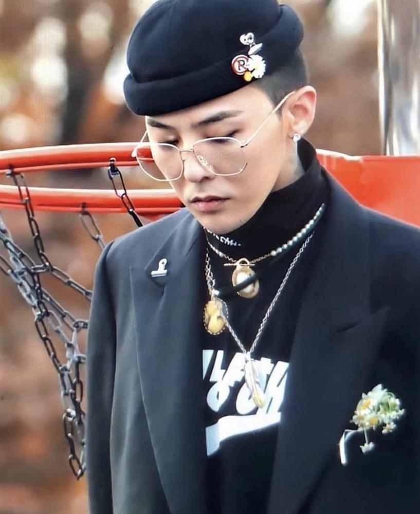 Sơn Tùng gây tranh cãi vì sử dụng biểu tượng hoa cúc như G-Dragon-6
