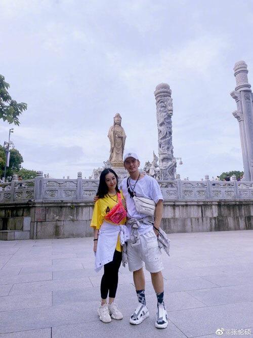 Vợ chồng bom sex gốc Việt lên chùa cầu con-1