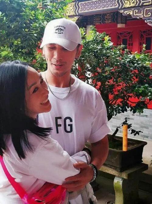 Vợ chồng bom sex gốc Việt lên chùa cầu con-3