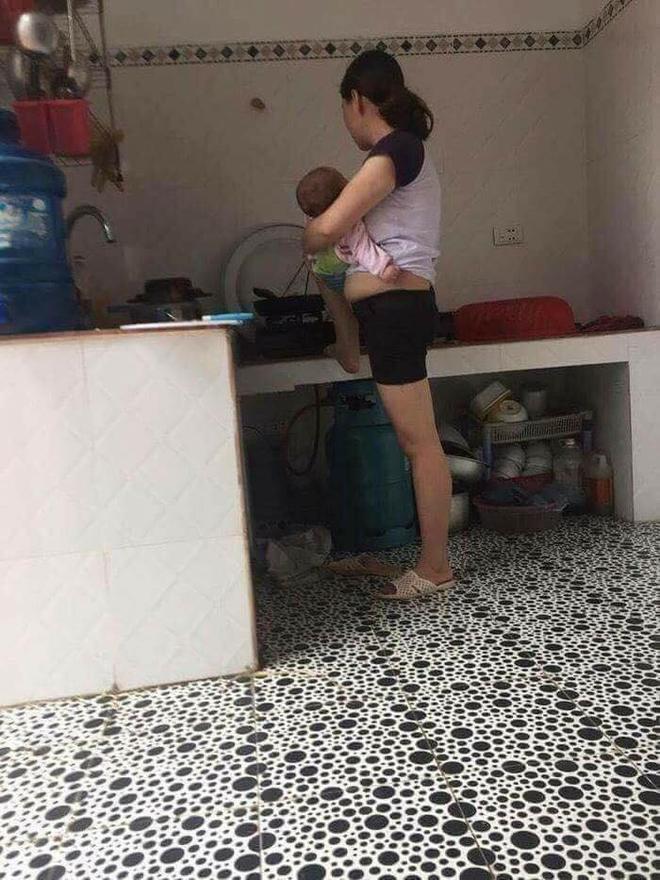 Kiên quyết ngó vào toilet theo dõi mẹ, bức ảnh 3 nhóc tì 3 biểu cảm gây bão MXH-8