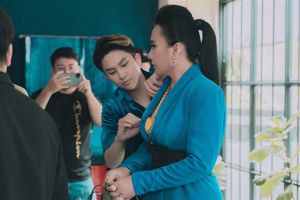 Cô Minh Hiếu rũ bỏ sến súa, mặc corset đi đường quyền bên dàn mỹ nam lực lưỡng-4