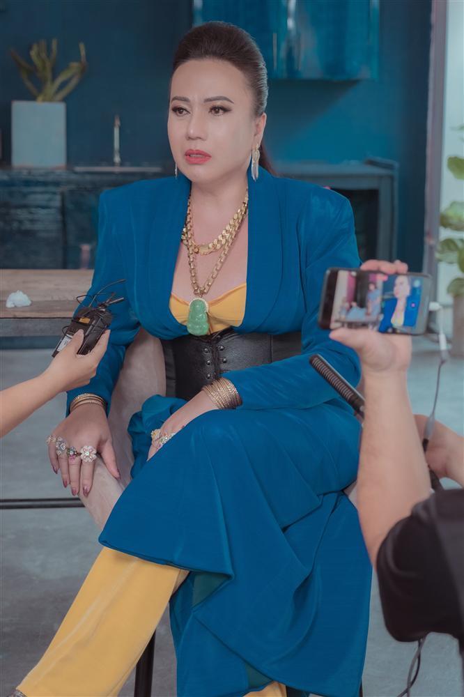 Cô Minh Hiếu rũ bỏ sến súa, mặc corset đi đường quyền bên dàn mỹ nam lực lưỡng-5