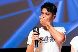 Kha Chấn Đông bật khóc ngày trở lại sau scandal sử dụng ma túy