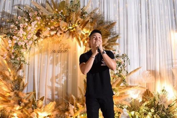 Đi đám cưới, Khởi My diện đồ giản dị trong khi Kelvin Khánh lộ thân hình phát tướng-3