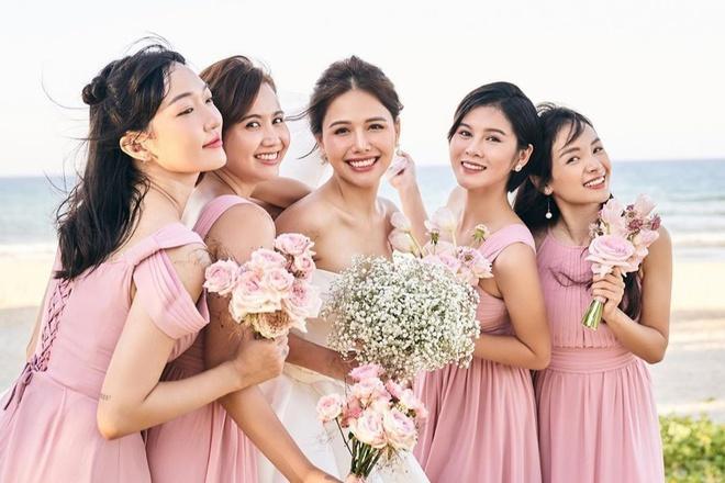 Dàn phù dâu toàn hot girl đời đầu trong lễ cưới Phanh Lee-2