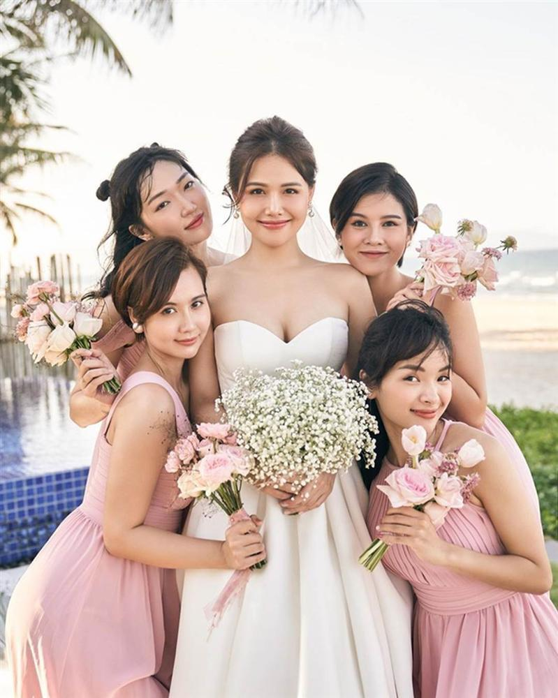 Dàn phù dâu toàn hot girl đời đầu trong lễ cưới Phanh Lee-3