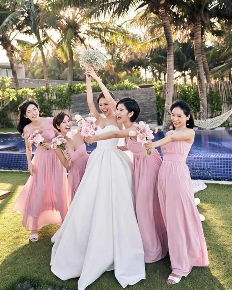 Dàn phù dâu toàn hot girl đời đầu trong lễ cưới Phanh Lee-10