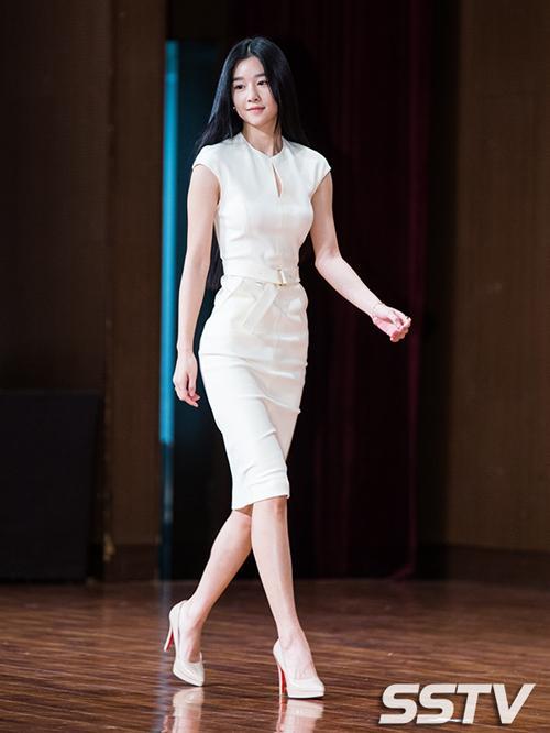 Điên nữ Seo Ye Ji sở hữu mình hạc xương mai - vòng eo siêu thực-4