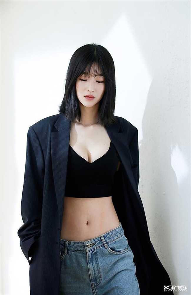 Điên nữ Seo Ye Ji sở hữu mình hạc xương mai - vòng eo siêu thực-10