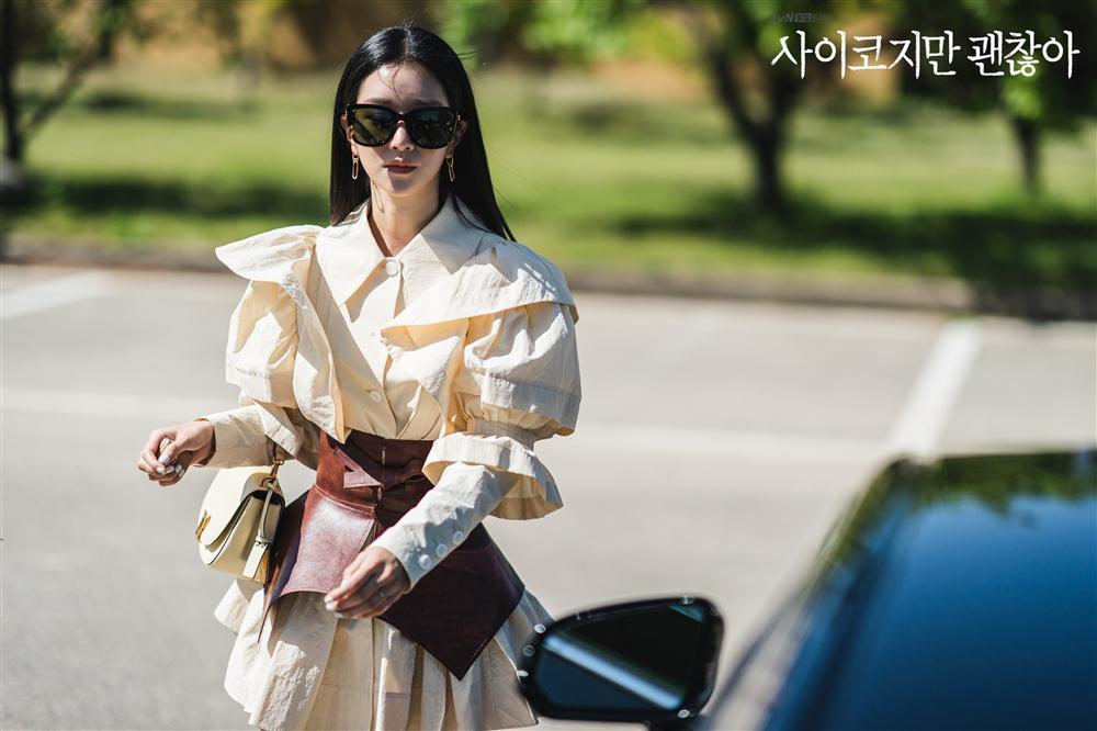 Điên nữ Seo Ye Ji sở hữu mình hạc xương mai - vòng eo siêu thực-12