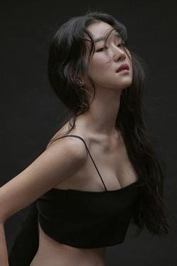 'Điên nữ' Seo Ye Ji sở hữu mình hạc xương mai - vòng eo siêu thực