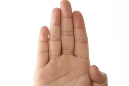 Chỉ cần nhìn ngón tay út cũng đoán được tính cách, chuyện tình duyên