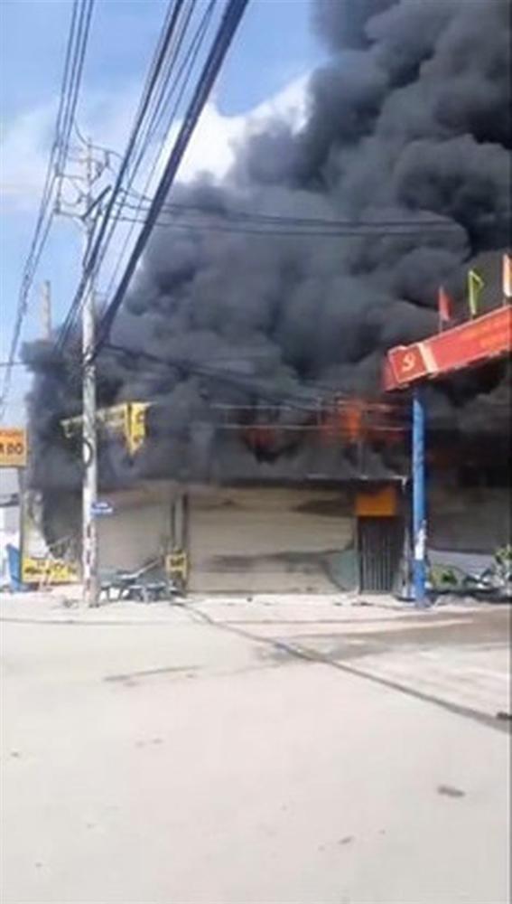 Vụ cháy tiệm cầm đồ ở Bình Dương: 2 vợ chồng và con trai 6 tuổi tử vong, nghi đốt nhà tự tử-1