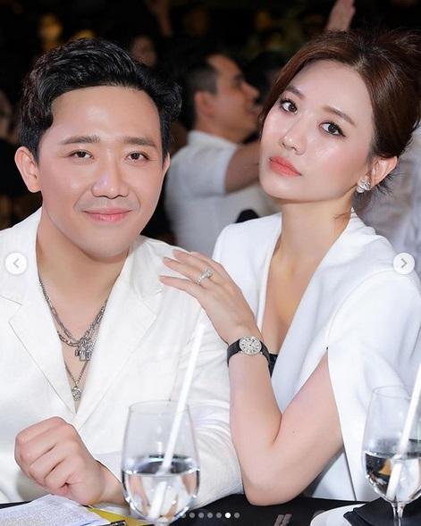 Sau Lệ Quyên đến lượt Hari Won chăm tạo dáng khoe nhẫn kim cương chồng tặng-4