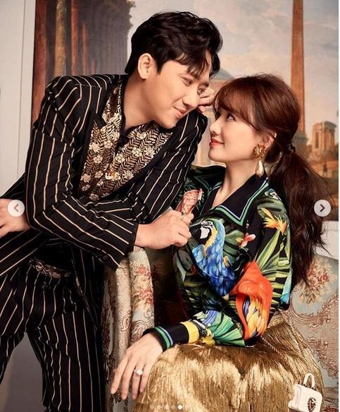 Sau Lệ Quyên đến lượt Hari Won chăm tạo dáng khoe nhẫn kim cương chồng tặng-8