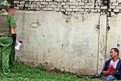Người đàn ông ở Sài Gòn bất ngờ dùng dao tự đâm vào bụng