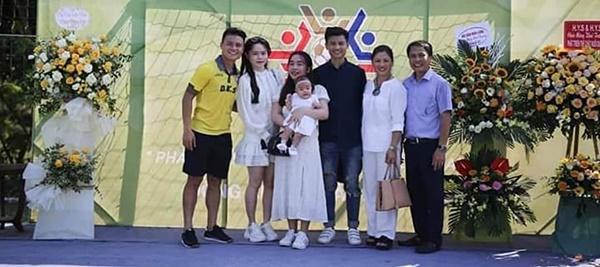 Huỳnh Anh tiếp tục bị dân mạng soi ngoại hình khi lộ ảnh chụp thân thiết với gia đình Quang Hải-1