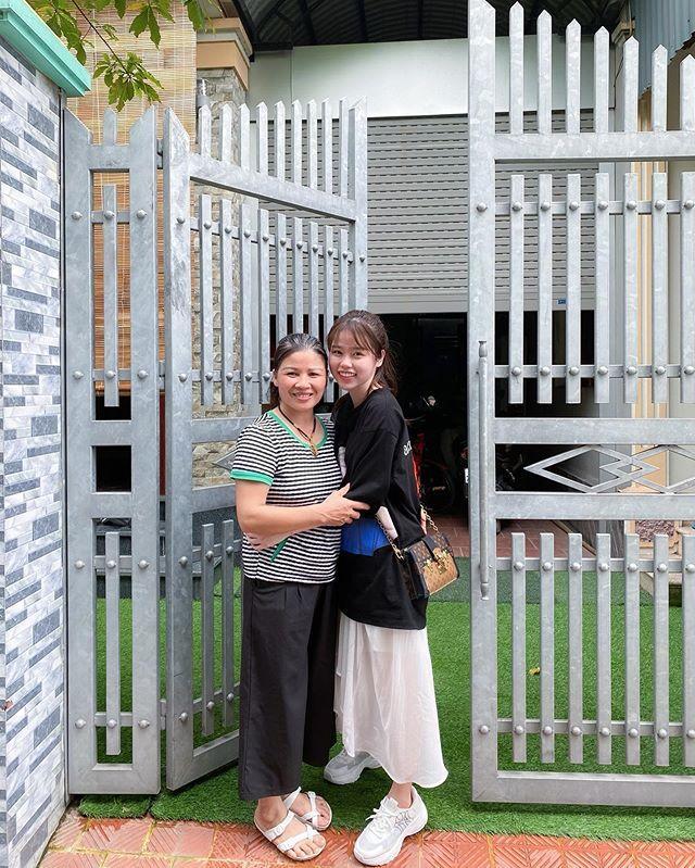 Huỳnh Anh tiếp tục bị dân mạng soi ngoại hình khi lộ ảnh chụp thân thiết với gia đình Quang Hải-4