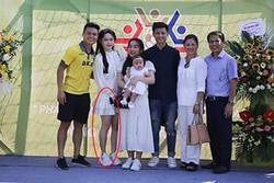 Huỳnh Anh tiếp tục bị dân mạng soi ngoại hình khi lộ ảnh chụp thân thiết với gia đình Quang Hải