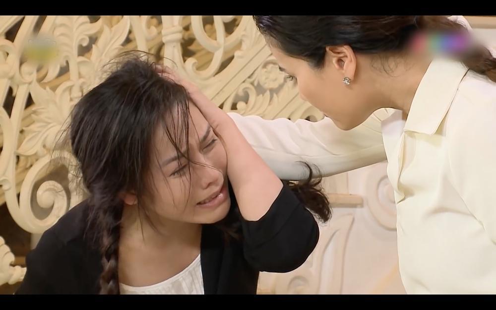 Nhật Kim Anh ăn tát xây xẩm mặt mày trong Vua Bánh Mì phiên bản Việt-1