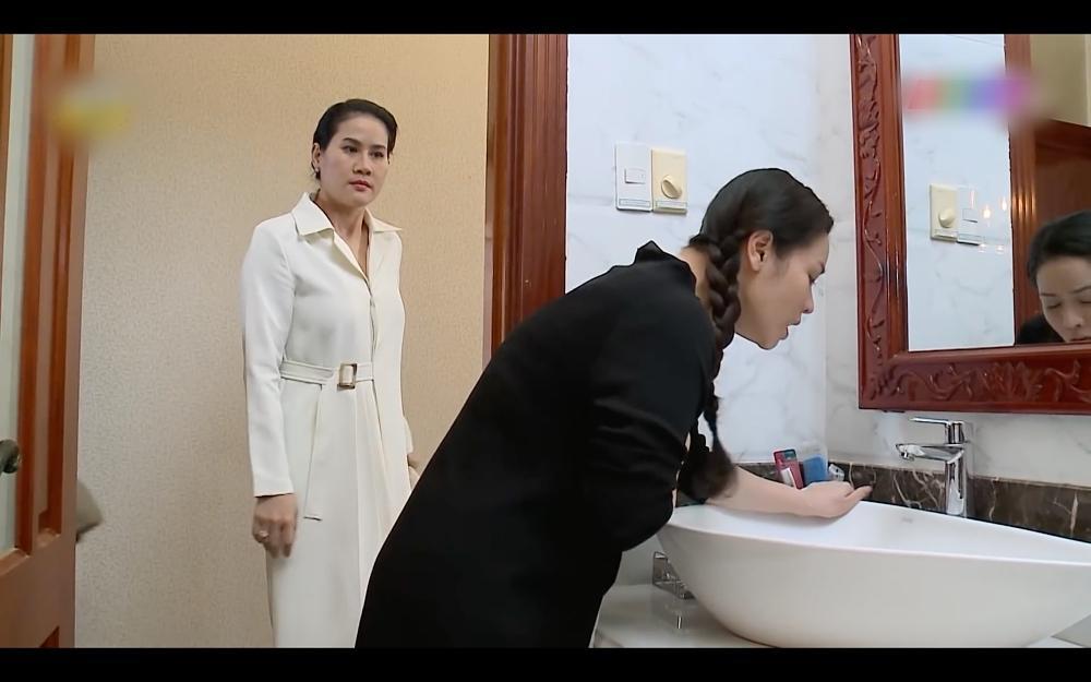 Nhật Kim Anh ăn tát xây xẩm mặt mày trong Vua Bánh Mì phiên bản Việt-4