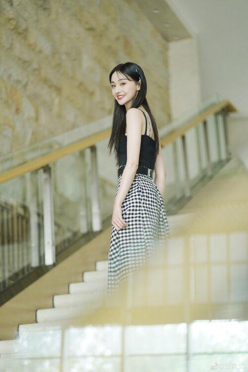 Top 10 Nữ diễn viên Trung Quốc sở hữu phim có lượt xem cao nhất Youtube: Triệu Lệ Dĩnh trở thành Bà hoàng, Trịnh Sảng vượt hạng Dương Mịch-5