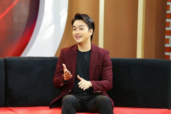 Cựu trưởng nhóm HKT kể lại thời đi hát ăn mặc quái dị-1